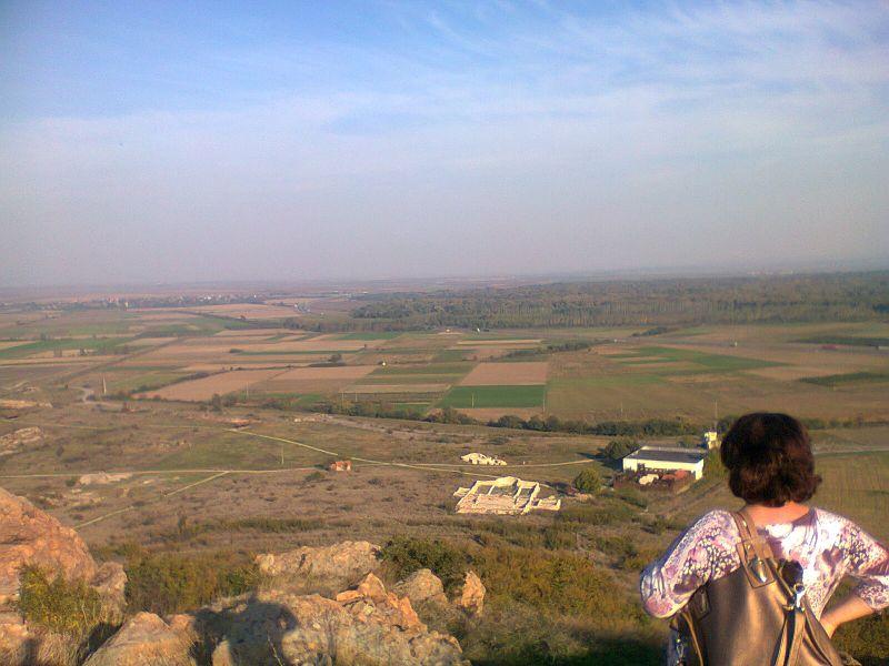 Светилището на Кабиле - поглед към АМ Тракия и землищата на Стралджа